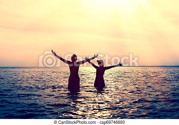 água, par, feliz - csp69746693