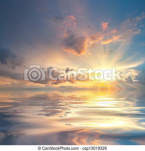 água, sobre, pôr do sol, reflexão, mar - csp13019329