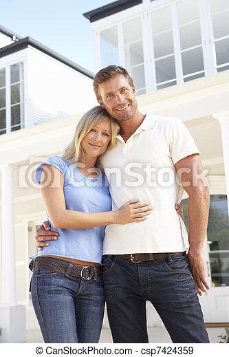 álló, párosít, fiatal, kívül, otthon, álmodik - csp7424359