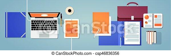 La computadora portátil y tablet del escritorio del trabajo - csp46836356