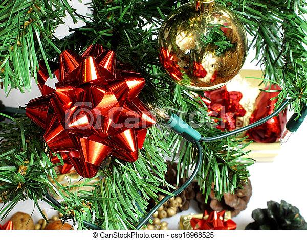 Cinta roja en un árbol - csp16968525