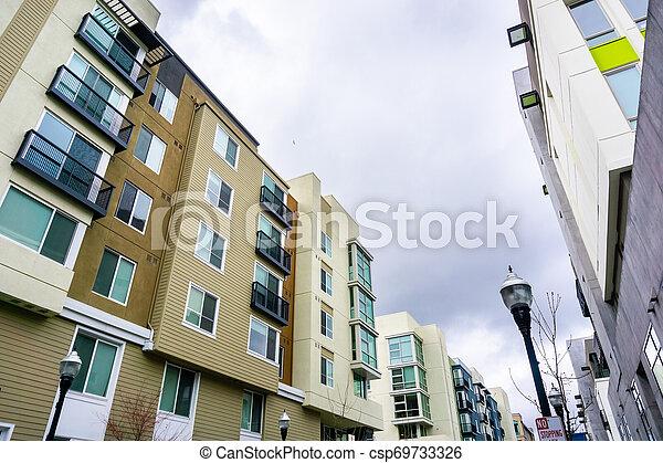 Edificios modernos residenciales, área de San Francisco Bay, California - csp69733326