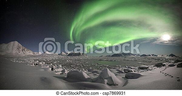 Luces del norte, paisaje ártico - csp7869931