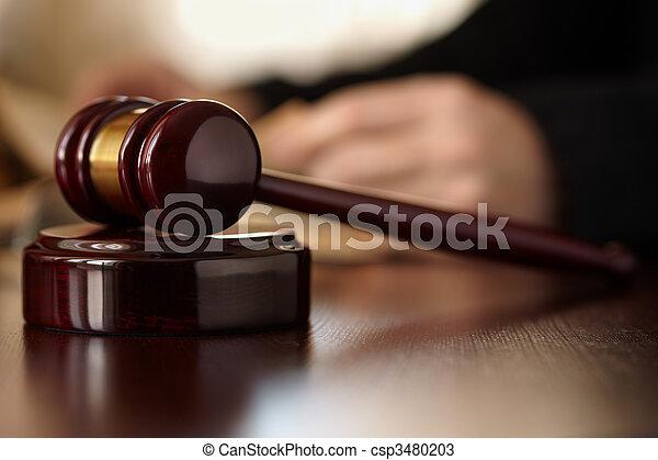 árverezői kalapács, bírók - csp3480203