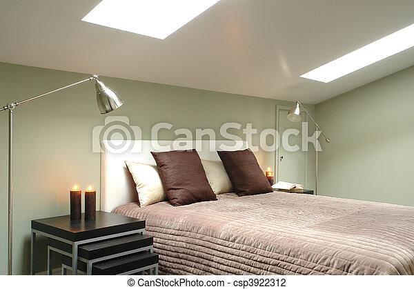 Una habitación brillante en el ático - csp3922312