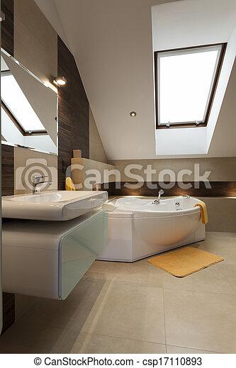 Baño en el ático - csp17110893