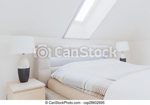 Dormitorio en el ático - csp28602695