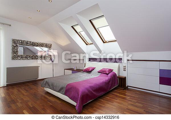 Dormitorio en el ático - csp14332916