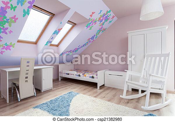 Una habitación colorida en el ático - csp21382980