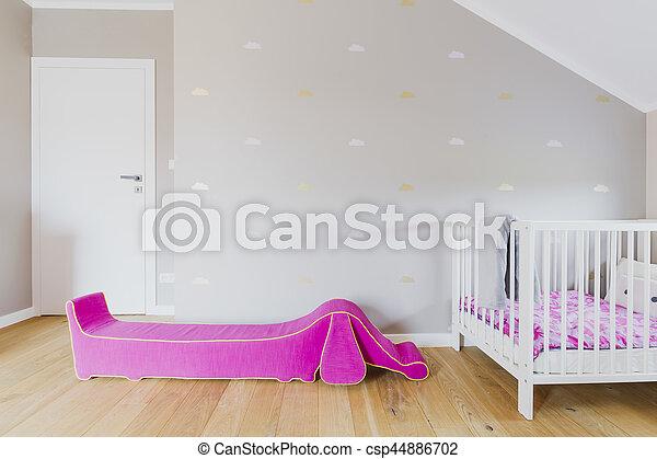 La habitación del niño en el ático - csp44886702