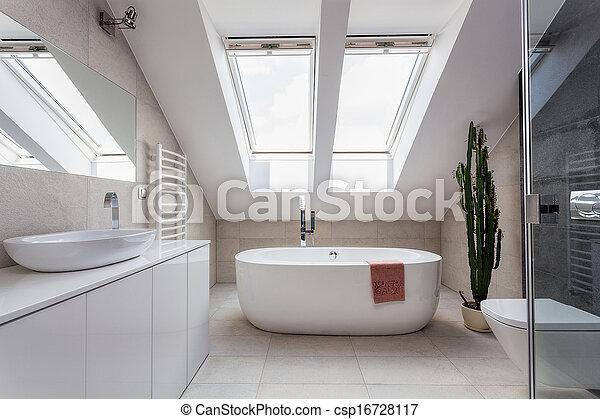 Departamento urbano, baño en el ático - csp16728117
