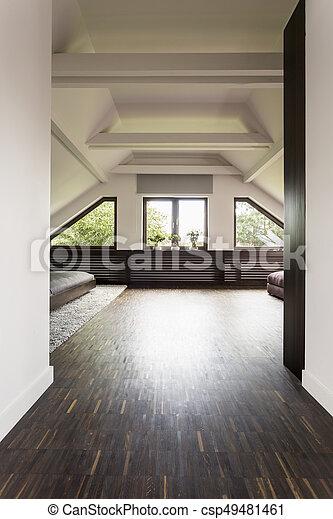 Un espacioso salón de luz en el ático - csp49481461