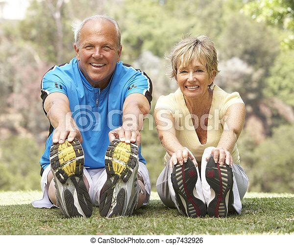älter, park, paar, trainieren - csp7432926