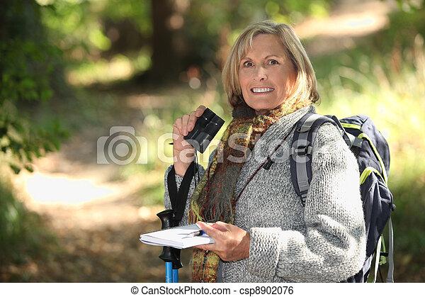 Senior Frau Wandern - csp8902076