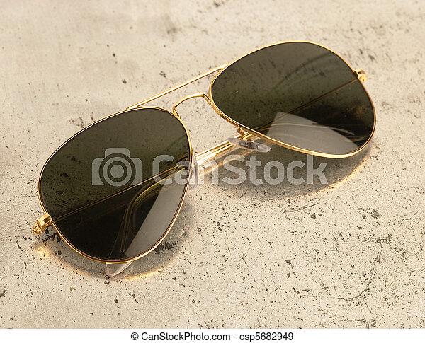 årgång, solglasögon - csp5682949