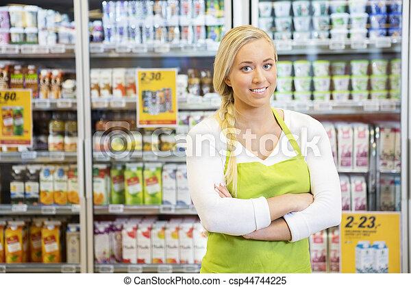 épicerie, ouvrier, bras croisés, femme, magasin - csp44744225