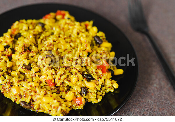 épices, haricots, quinoa, maïs, curcuma, mélange, riz - csp75541072