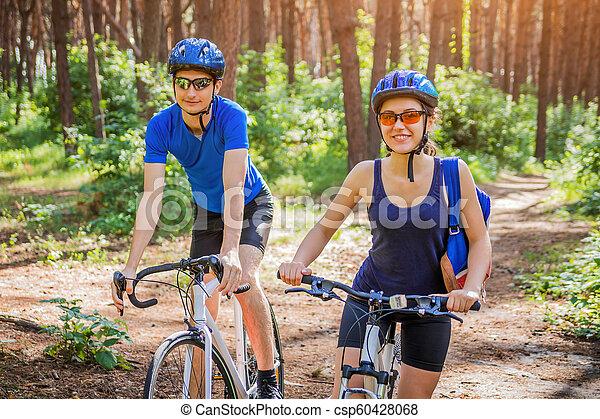 équitation, couple, vélo, forêt - csp60428068