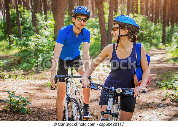 équitation, couple, vélo, forêt - csp60428117