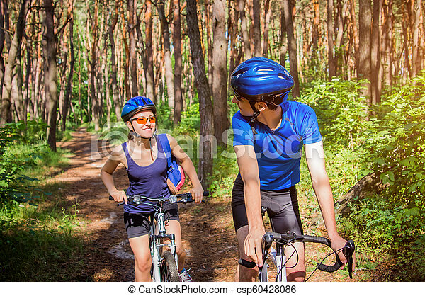 équitation, couple, vélo, forêt - csp60428086