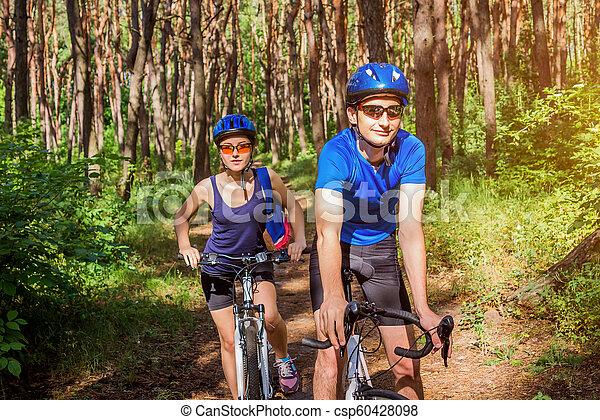 équitation, couple, vélo, forêt - csp60428098