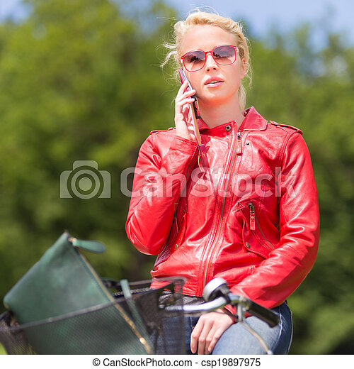équitation, femme, bicycle. - csp19897975