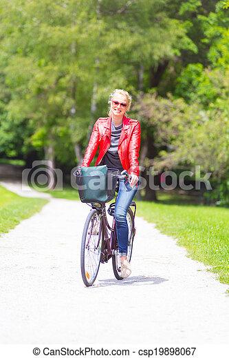 équitation, femme, jeune, bicycle. - csp19898067
