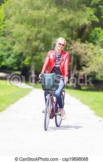 équitation, femme, jeune, bicycle. - csp19898068