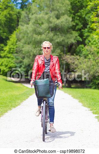 équitation, femme, jeune, bicycle. - csp19898072