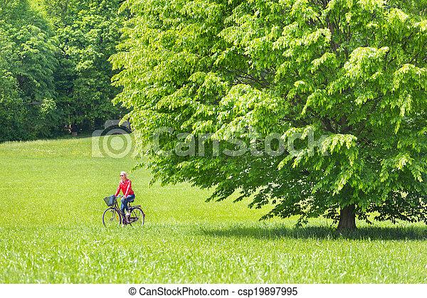 équitation, femme, jeune, bicycle. - csp19897995
