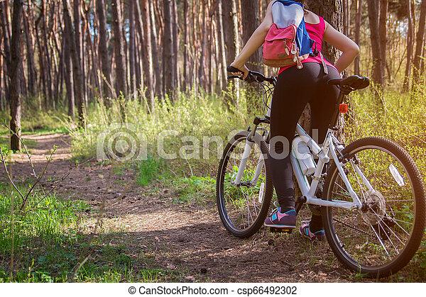 équitation, femme, vélo, jeune, forêt - csp66492302