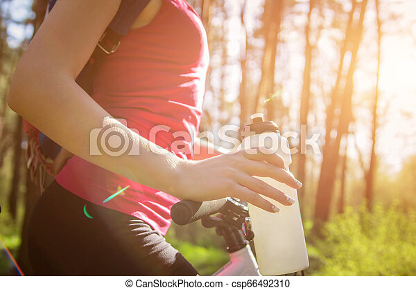 équitation, femme, vélo, jeune, forêt - csp66492310