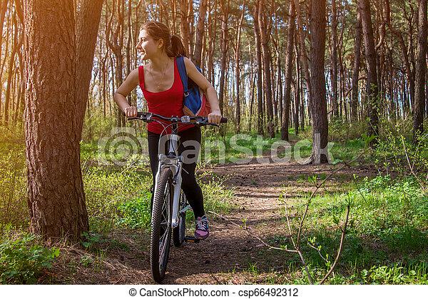 équitation, femme, vélo, jeune, forêt - csp66492312