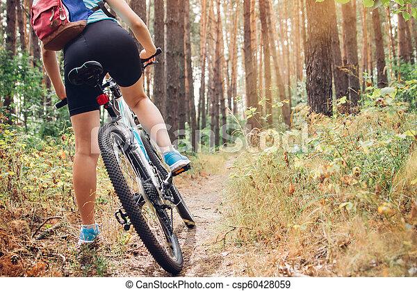 équitation, femme, vélo, jeune, forêt - csp60428059