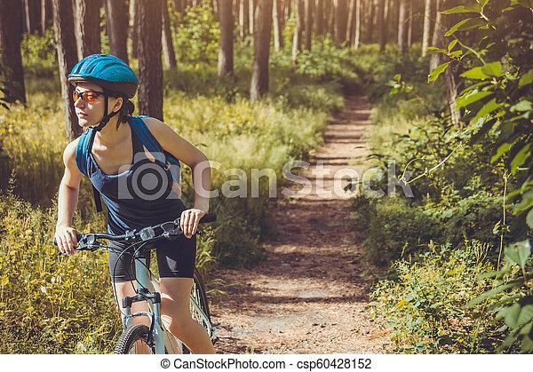 équitation, femme, vélo, jeune, forêt - csp60428152