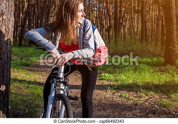 équitation, femme, vélo, jeune, forêt - csp66492343