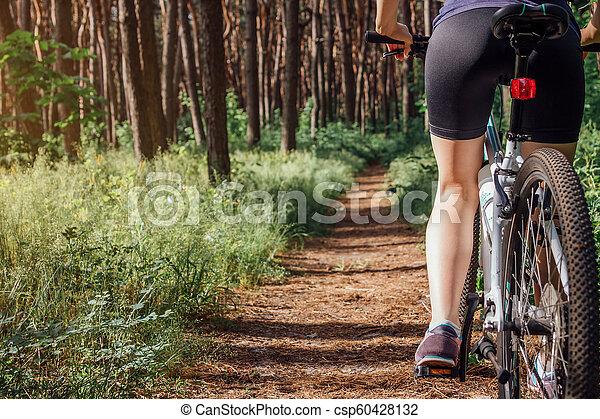 équitation, femme, vélo, jeune, forêt - csp60428132