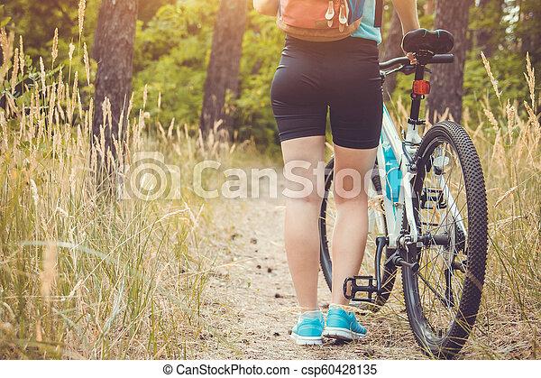 équitation, femme, vélo, jeune, forêt - csp60428135