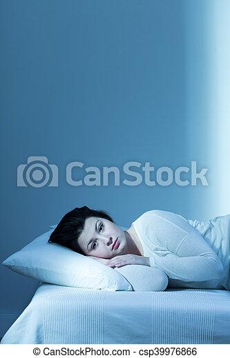 Estoy harto de estas largas noches - csp39976866