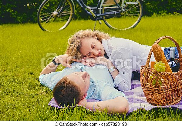 été, couple, park., pique-nique - csp57323198