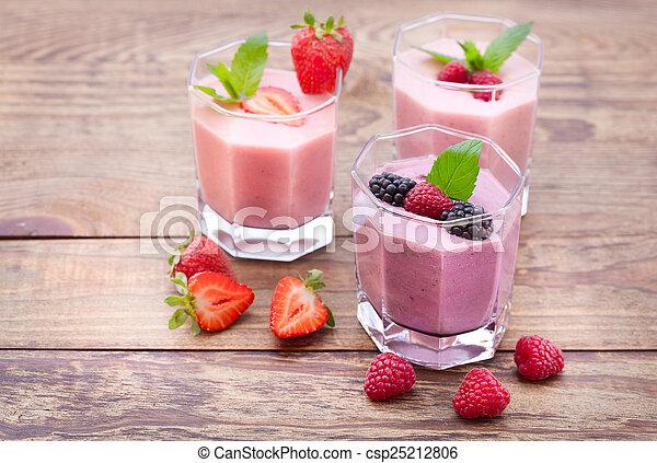 été, kiwi, bois, boisson, quatre, fraise, smoothies, framboise, table., mûres - csp25212806