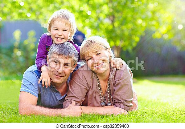 été, parc, ensemble, famille, heureux - csp32359400