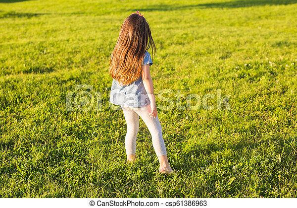 été, peu, park., amusement, girl, avoir, heureux - csp61386963
