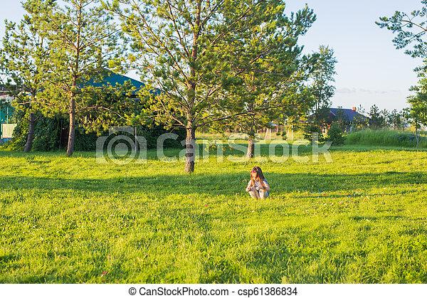 été, peu, park., amusement, girl, avoir, heureux - csp61386834