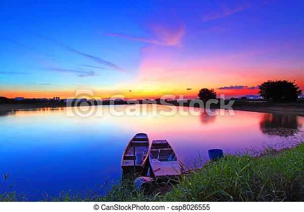 étang, sur, coucher soleil - csp8026555