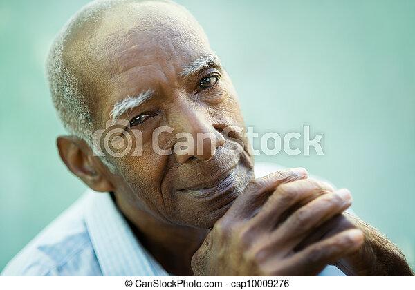 öreg, fényképezőgép, closeup, fekete, mosolyog bábu, boldog - csp10009276