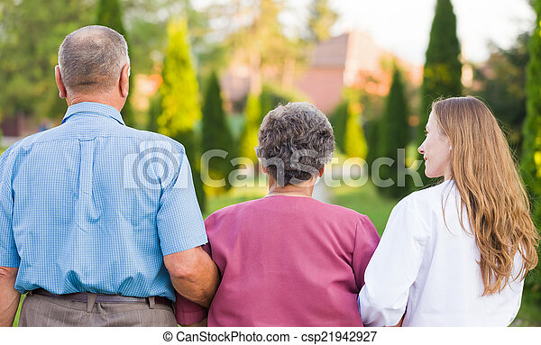 öregedő törődik - csp21942927