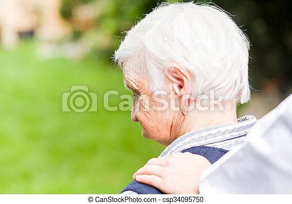 öregedő törődik - csp34095750