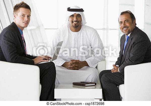 östlig, affär, mitt, män, två, talande, caucasian, man - csp1872698