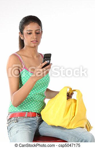 överföring, tonårig, sms, flicka - csp5047175
